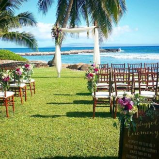 Hawaii-Luau-Company-beachwedding