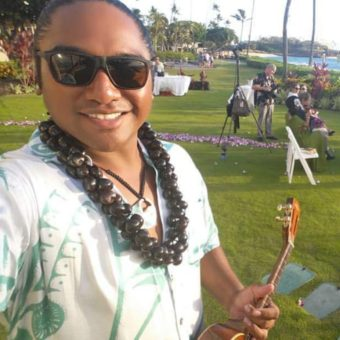 Hawaii-Luau-Company-guitarweddingman