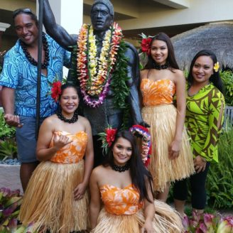 Hawaii-Luau-Company-ladies