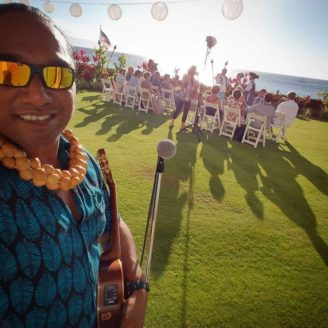 Hawaii-Luau-Company-performerinwedding