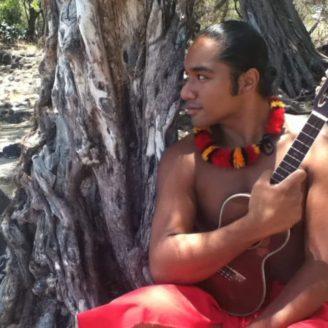 Hawaii-Luau-Company-performerinweddingislandinhawaii