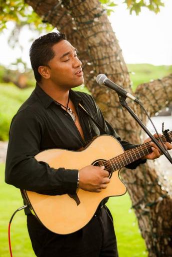 Hawaii-Luau-Company-singwedding