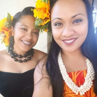 Hawaii-Luau-Company-smileladies