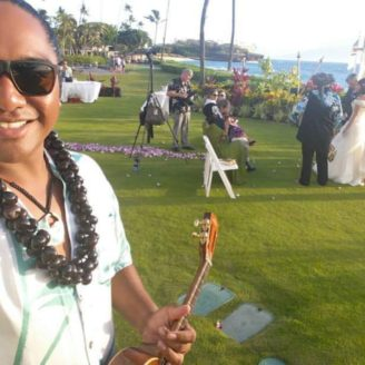 Hawaii-Luau-Company-weddingsmileguitar